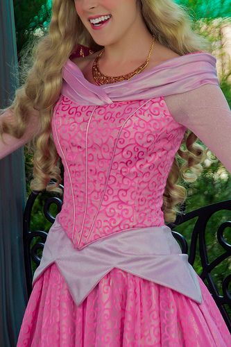 Aurora's new dress is so much more flattering but also not super different from the old dress. I like :)