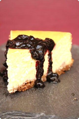 cheesecake al limone con salsa di mirtilli - Il Cavoletto di Bruxelles