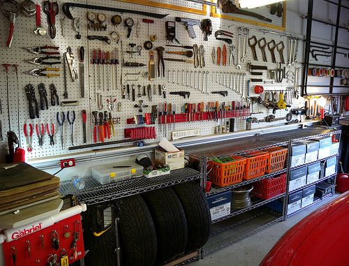 Auto workshop hopefully mine looks like this one day for Home mechanic garage layout ideas