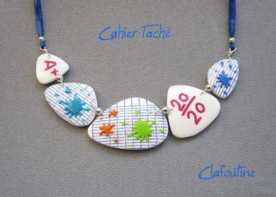 Le collier id e cadeau ma tresse d 39 cole cahier d 39 colier bleu blanc et taches multicolores en - Idees cadeaux maitresse d ecole ...