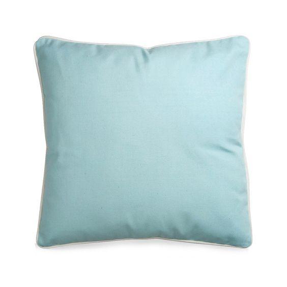 Kissen mit Bise hellblau ca.45x45 cm  Farbe: hellblau Maße: L45xB45 cm Schaffen Sie farbige Akzente in Ihrem Zuhause und ergänzen Sie Ihr Sofa, Bett oder Ihre Stühle mit diesem weichen Kissen in hellblau. Sie schaffen nicht nur bequeme Sitz- & Liegemöglichkeiten, sondern dekorieren Ihr Heim noch in frohen Farben. Kombinieren Sie beispielsweise auch mehrere Kissen in ähnlichen Farbtönen und schaffen Sie sich eine Wohlf&uu...  9,99€