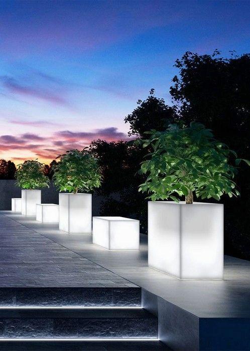 Charming Landscape Lighting Ideas 22 Pics Interiordesignshome Com Contemporary Landscape Lighti Eclairage De Jardin Deco Mur Exterieur Jardin Luminaires Jardin