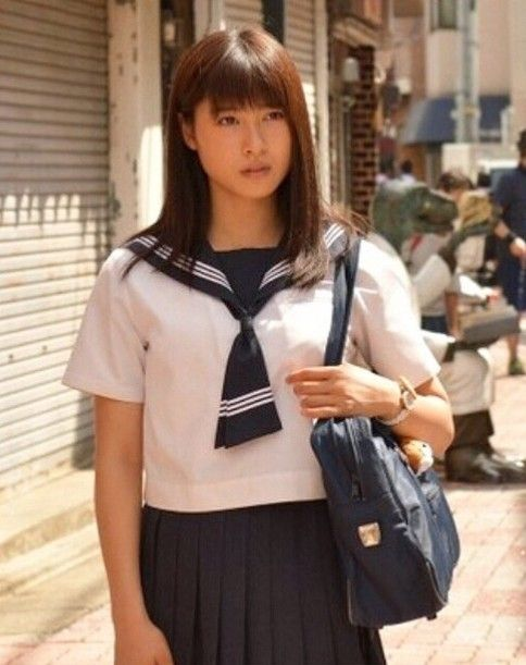 セーラー服の土屋太鳳