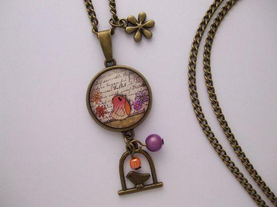 """Collier fantaisie """"la fillette et l'oiseau"""" métal couleur Bronze cabochon verre calligraphie fleurs perle orange vert : Collier par cabochonsuccess"""