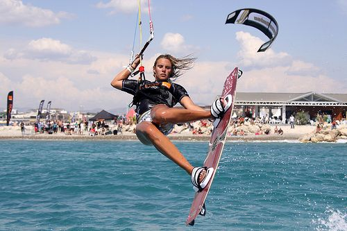 "Kitesurf & kiteboard Girls by SansBikini.com the new change Back ""Kite Sans Bikini 2015"""