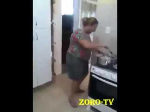 Alte Oma Tanzt Beim Kochen Youtube Tanzen Alte