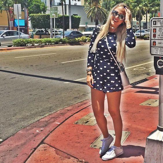 Ultimo dia em Miami! Precisava compartilhar meu look caríssimo de 20 dólares!  Macaquinho da loja HeM que foi 10 dólares e o tênis que eu já havia mostrado no Snap, da loja Charlotte Russe também 10 dólares! Quando eu viajo gosto de fuçar e sempre encontro achadinhos mega baratos! Afinal, dólar caro e eu sou mão de vaca merrrrmo! Gostaram???  #ManzonemMia #Manzonmãodevaca #Miami #Mia