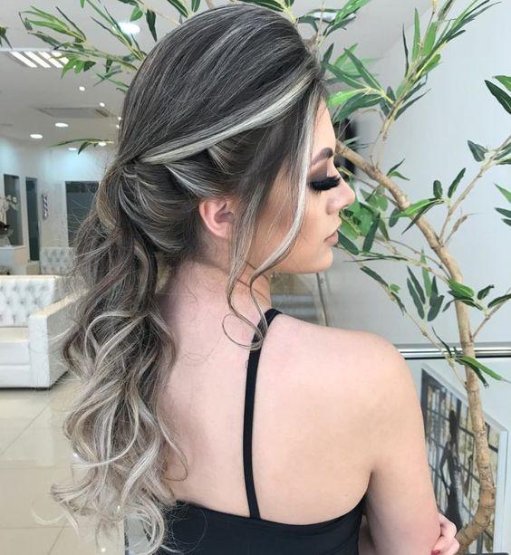 cabelo com luzes platinadas estilo