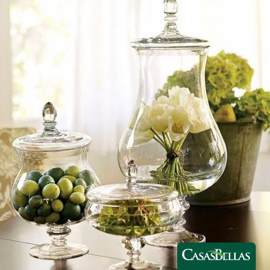 Los jarrones de boticario además de ser hermosos son perfectos para la decoración de tu hogar.  Puedes utilizarlos en varios espacios, en el baño para colocar tus jabones, en la sala con flores como centro de mesa y en tu recámara como joyero para tus prendas.