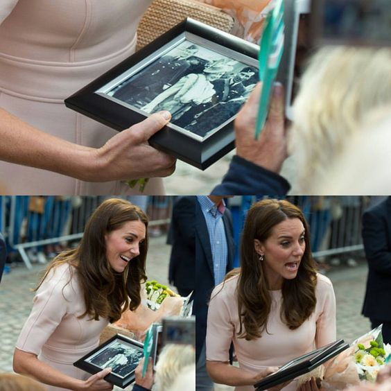 #KateMiddleton is given a framed photograph by a member of the public during a…