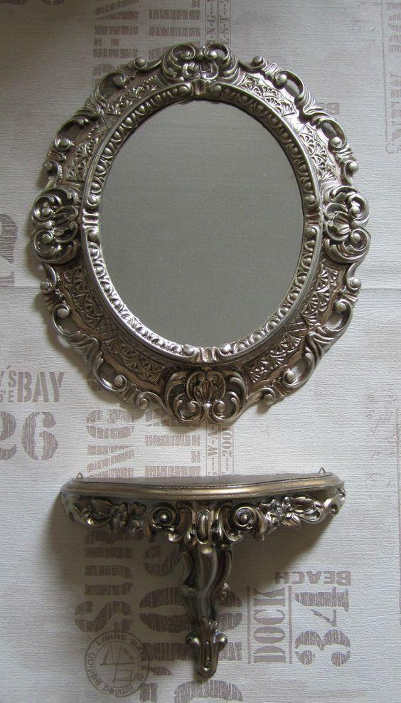 Spiegel - Außenmaße: ca. 45 x 38 cm.  Spiegelfläche: ca. 28 x 22 cm  Rahmengrösse ca.9 cm ,Tiefe 4cm