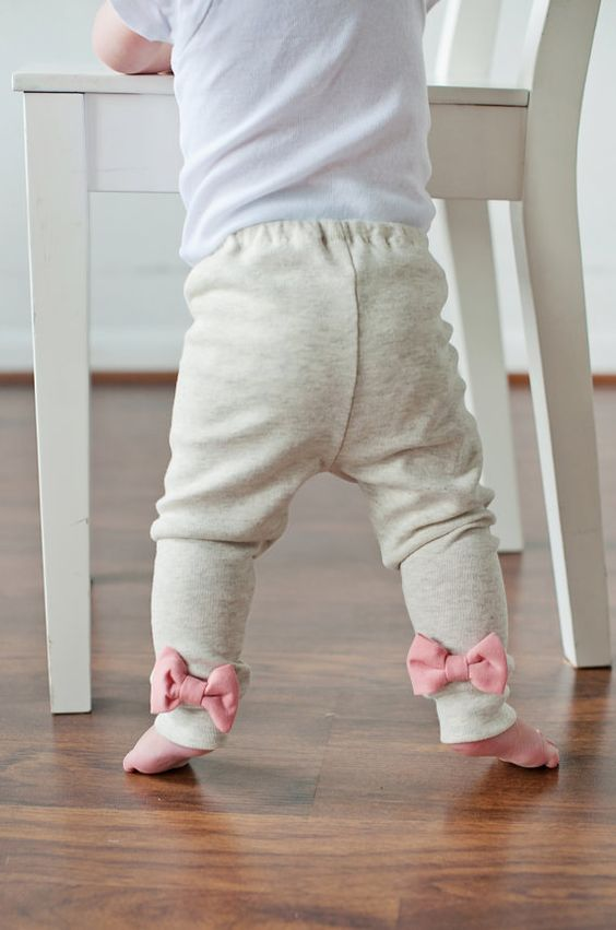 Oatmeal Leggings with Interchangeable Bows. $25.00, via Etsy.