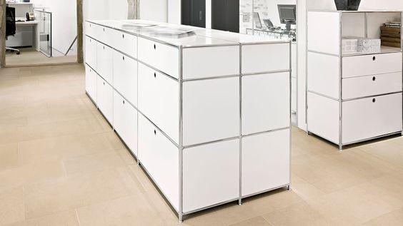 Bueromoebel Metall Raumteiler - Raumgliederung mit Metall Klapptueren und Griffloch Ausziehtueren mit Hängeregistratur 2xA4 nebeneinander und Teleskopauszug