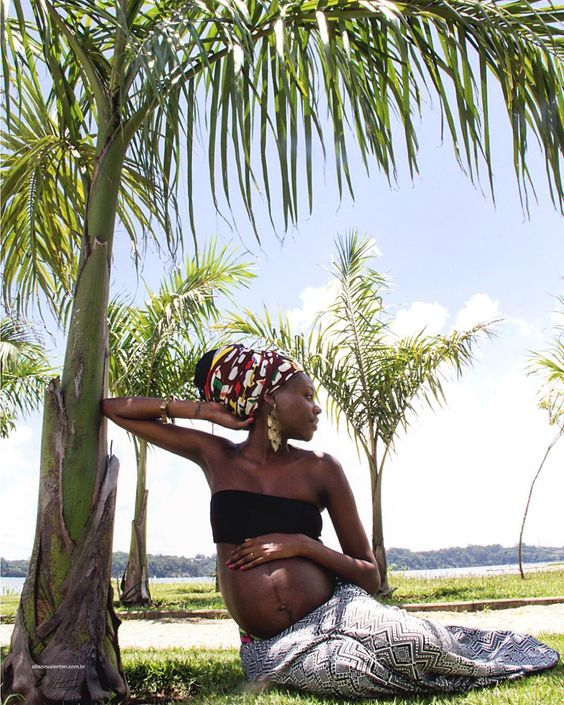 Ensaio Gestante Isabella = Zion  Confira mais desse ensaio através do site : http://ift.tt/1S4a0Un e nao deixe de agendar ou presentear alguem cm lindo ensaio . #pregnant #africapregnant #pregnantafrican #afrika #black #ensaiogestante #gestante #mamae #baby #family by allisonvalentim_foto @enthuseafrika