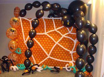 Spider balloon wall bodacious balloons pinterest for Balloon decoration for halloween