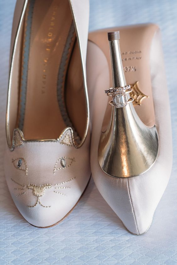 Kitty shoes at a dinosaur museum wedding on @offbeatbride