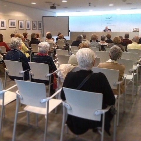 """Ja ha començat la #presentaciodellibre, avui tenim en @nadalrafel presentant la seva obra: """"Quan en dèiem xampany"""" #biblioteques #bibliotequescat"""