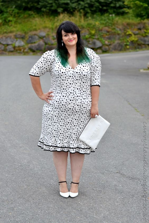 Curvy Claudia: Share-in-Style: White