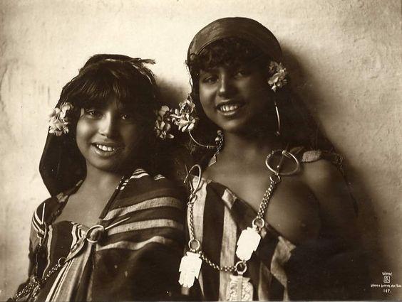 Bedouin show girls