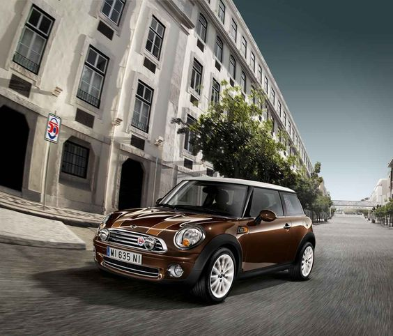 Mini Hatch Cooper Seven 5 Door Hatchback Special Edition: Exclusive Design Model MINI Mayfair Patrolling Lush London