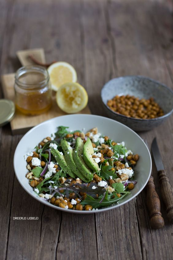 Rucola mit Avocado, Feta und knusprigen Kichererbsen {7 Blogger, 7 schnelle Salatideen präsentiert von Florette} – Dreierlei Liebelei