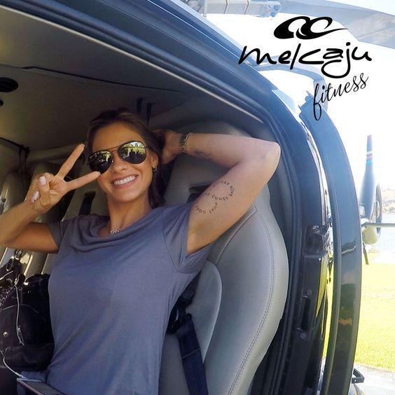 Andressa Suita chegando para fotografar a nova coleção verão 2017 da MelCaju Fitness