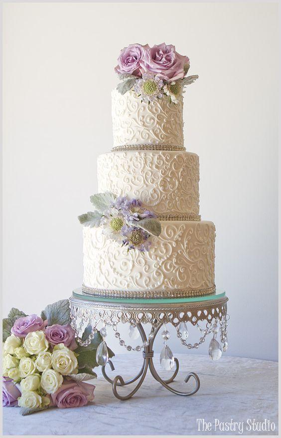 Green garden wedding cakes and florals on pinterest for Outdoor wedding cake ideas