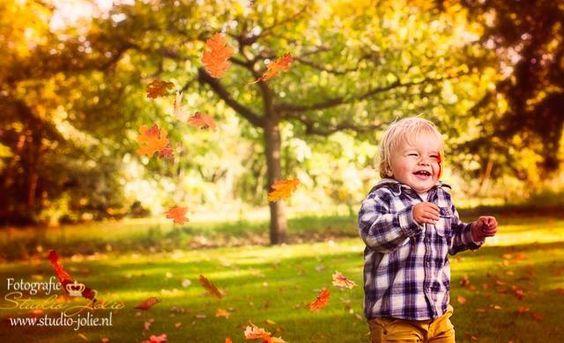 Herfst fotoshoot buiten met kinderen, kinderfotografie, kinderfotograaf, reportage kinderen, fotoshoot, kinderen, herfst, bos