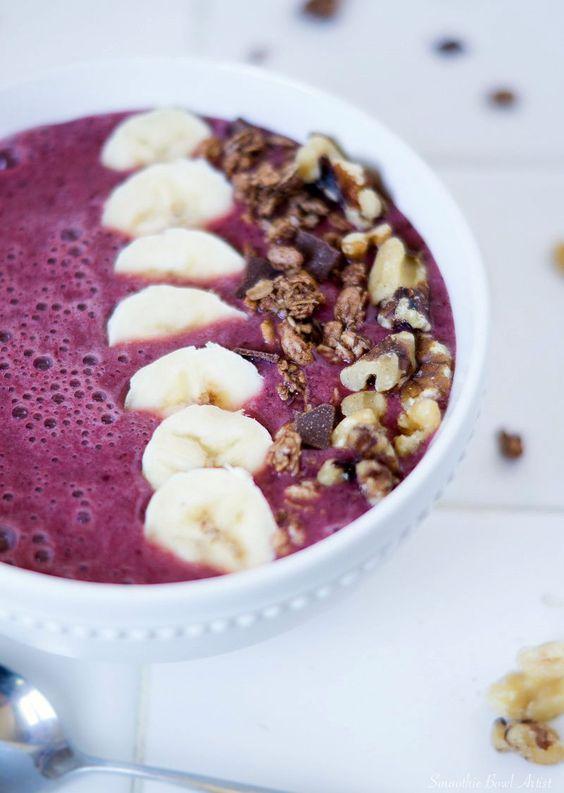 A recipe for a cherry banana smoothie bowl.