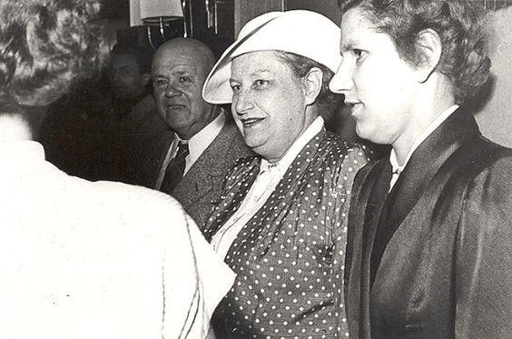 Die Theaterschauspielerin, Schriftstellerin und Drehbuchautorin Thea von Harbou hat einen wesentlichen Einfluss auf die Entwicklung des deutschen Films ausgeübt.