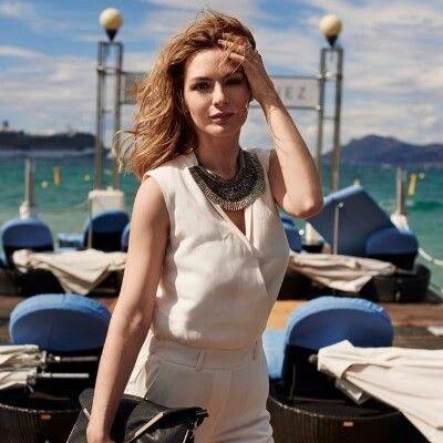 Lors du Festival de Cannes et d'un shooting officiel avec L'Oréal Paris, c'est le Pegasus de Stella & Dot qui a été sélectionné par l'équipe de stylistes pour accessoiriser la combinaison blanche d'Estelle (du blog Estelle Blog Mode).