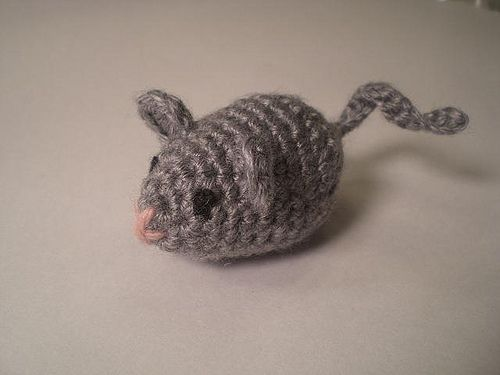 Amigurumi Mouse Cat Toy : FREE Mouse Toy Amigurumi Crochet Pattern and Tutorial by ...