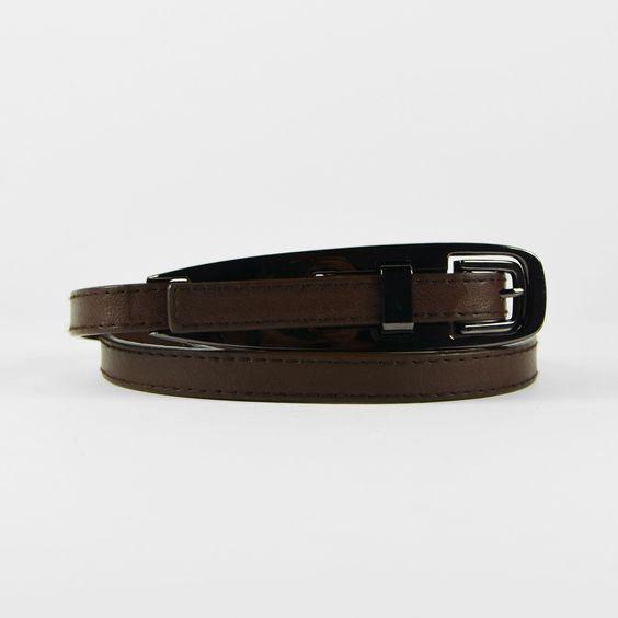 Fine ceinture taupe à boucle métallique enchassée