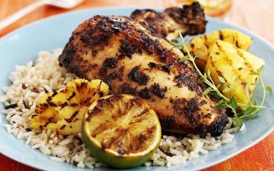 recette barbecue de poulet via Jamie Oliver- jerk chiken à l'ananas grillésur un canapéde riz