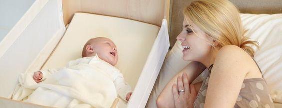 Le cododo (ou co-sleeping) est une pratique de plus en plus répandue mais qui n'est pas sans risque pour votre bébé. Il est certes très rassurant de sentir sa présence mais les risques d'étouffement ou de chute restent élevés. Le lit BedNest est un compromis idéal sans risque pour bébé. http://www.magrossesse.com/fr/fiches-pratiques/bebe-enfant-fiches-pratiques/cododo-bednest-un-lit-pour-bebe-7082