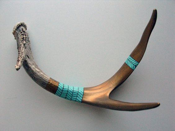Bronze Chevron Striped Antler / kind of love this antler from MadeByCassandraSmith (etsy). via designlovefest. : Deer Horns, Diy Crafts, Deer Shed, Painted Horns, Painted Deer Antlers, Antlers Horns, Antler Art