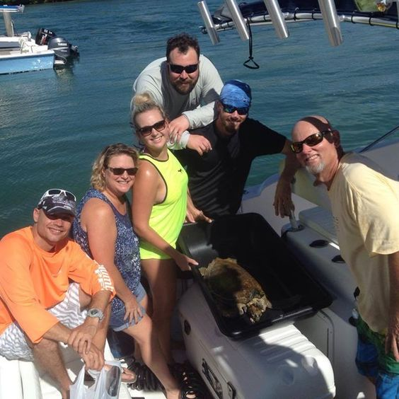 On 9/11, the Caudill family helped to rescue a juvenile Green sea turtle that is very skinny with FP tumors. They decided to name the turtle 'Eagle' in memory of the historic day. Thank you Caudills!!!!