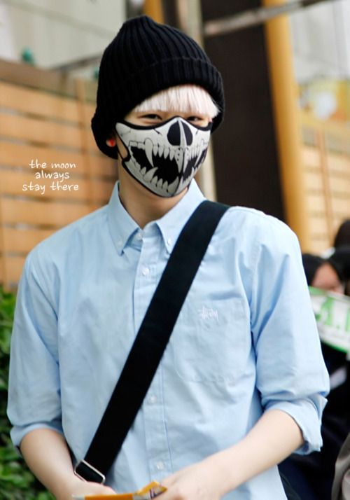 10 Popular K Pop Idols Disguised By Face Masks Kpop Idol Idol Face Mask