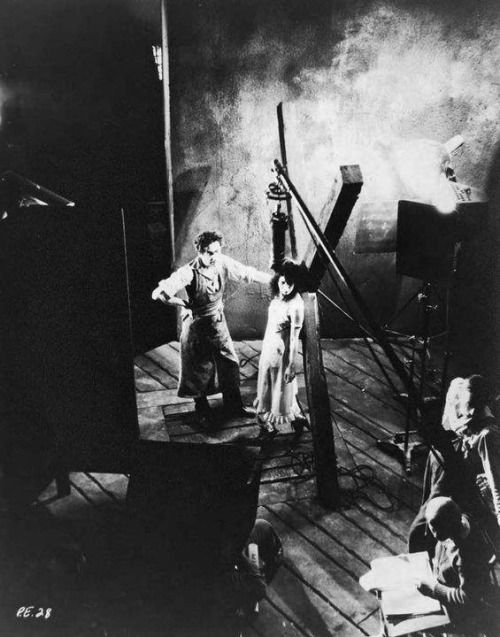 Bela Lugosi and Arlene Francis on the set of Murders in the Rue Morgue (1932, directed by Robert Florey).