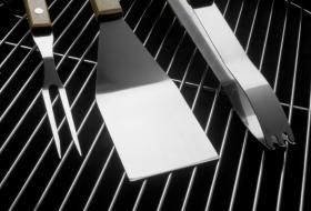 How to Clean Rusty Grill Grates.  Several non-toxic methods discussed.