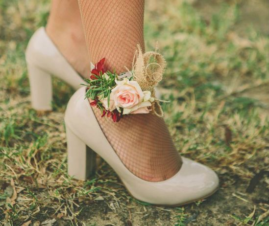 Change it up with ankle corsages . . . beautiful!