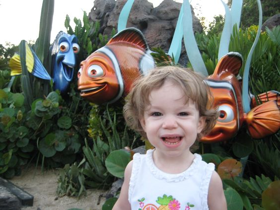 2004 - Taylor's 1st visit to Disney! @ The Seas with Nemo!