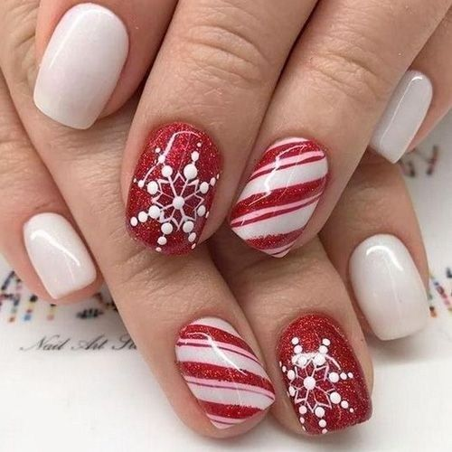 Pretty Christmas Nails Art Design To Inspire 38 Looksglam Com Christmas Nail Art Designs Holiday Nail Designs Best Acrylic Nails