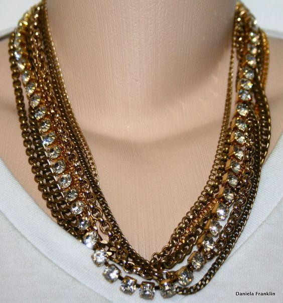 Colar de correntes douradas e ouro velho com strass