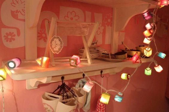 Dreamlights lampion    Dreamlights lampion handmade 20 lampjes 3 meter lang leuke sfeerverlichting voor op kinderkamer Let op!!! alleen binnenshuis gebruiken Creeër een wonderlijke sfeer!    Artikelnummer: DLL  Beschikbaarheid: Niet op voorraad  Levertijd: wellicht is dit artikel bestelbaar neem u aub contact met ons op  €21,95