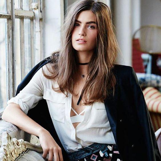 Un #look muy francés. Las francesas se destaca por su simplicidad y elegancia.  Poco maquillaje y volumen en el pelo son uno de sus secretos #pinkliatip #pinklia #fashionblogger #styleblogger #asesoriadeimagen #estilo #belleza #mujeres #belleza #fashion #