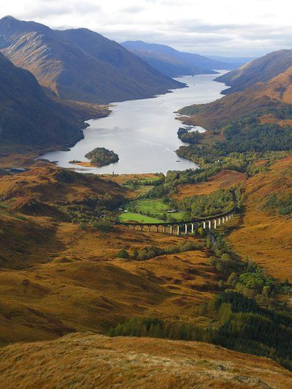 Loch Shiel and Glenfinnan Yes, the Hogwarts' train goes over the viaduct!!