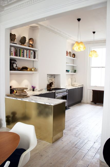 SQ1 Kitchen - Designed & manufactured - The materials used were Oak & oak veneers. Brass cladding. The brass edge pulls were a treat from Simonswerk & Arabescato Carrara marble, like dolcelatte, complimented the Storm Formica Colour Core of the doors.