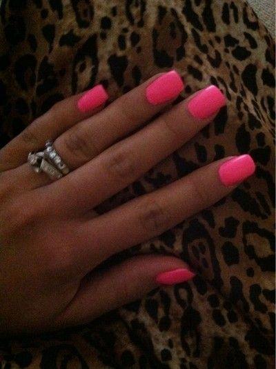tan skin + pink nails.