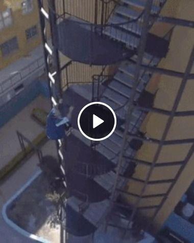Descendo rapidamente da escada